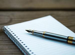 Illustration compétences éditoriales (stylo et carnet de notes)